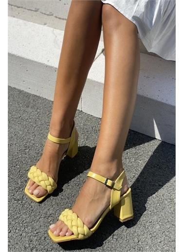 İnan Ayakkabı KÜT BURUN ÖRGÜ TEK BANT TOPUKLU AYAKKABI Sarı